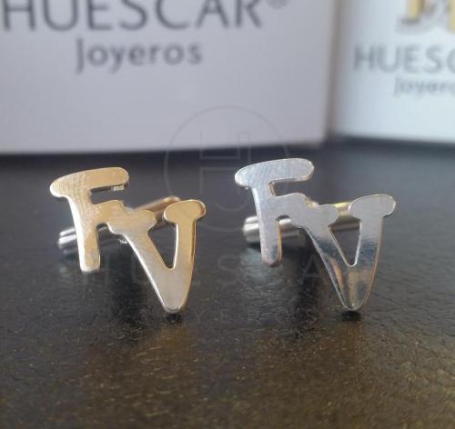 gemelos de iniciales de plata