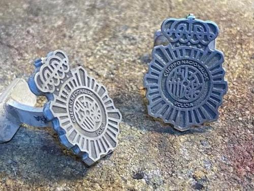 gemelos policia nacional plata